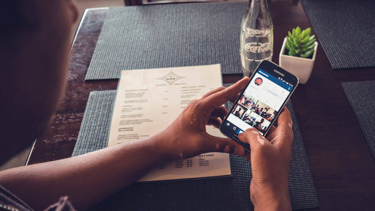 Usuário usando Instagram - Imagem de YahshilG