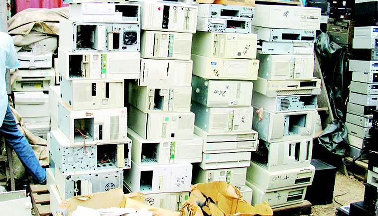 pilha-computadores-antigos-pc-used