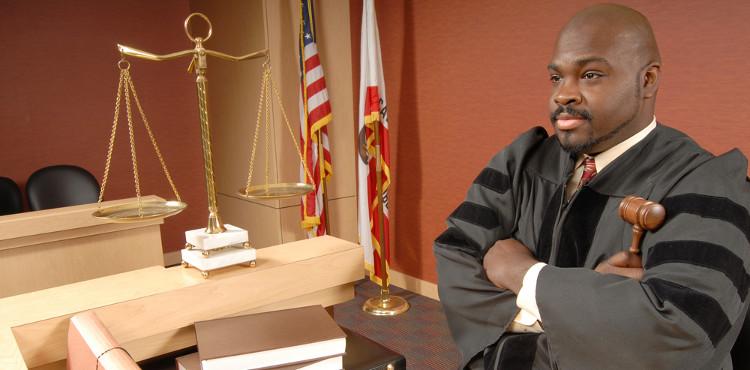 advogado-juiz-direitos-legais