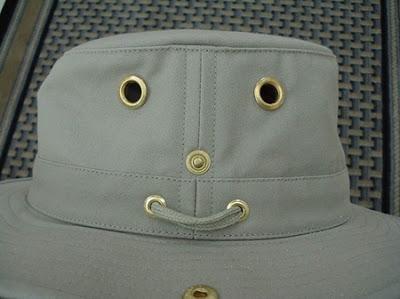 Esse chapéu parece feliz, não? Pareidolia!
